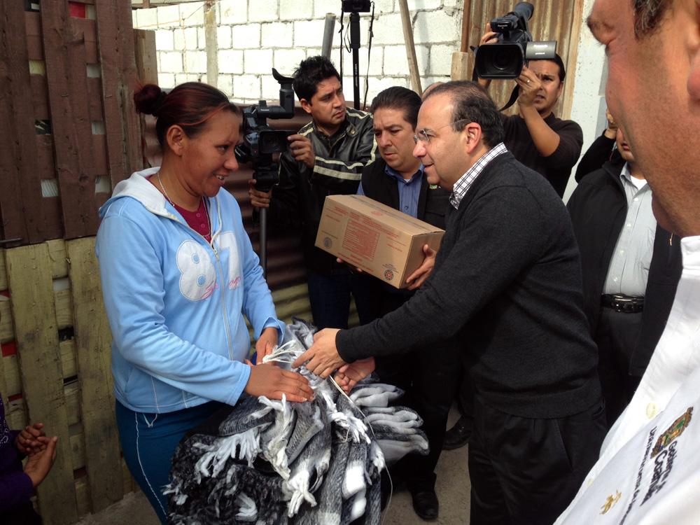 Este día fueron distribuidas en 21 municipios del estado, 10 mil 279 despensas, 41 mil 117 cobertores y 41 mil 117 colchonetas.