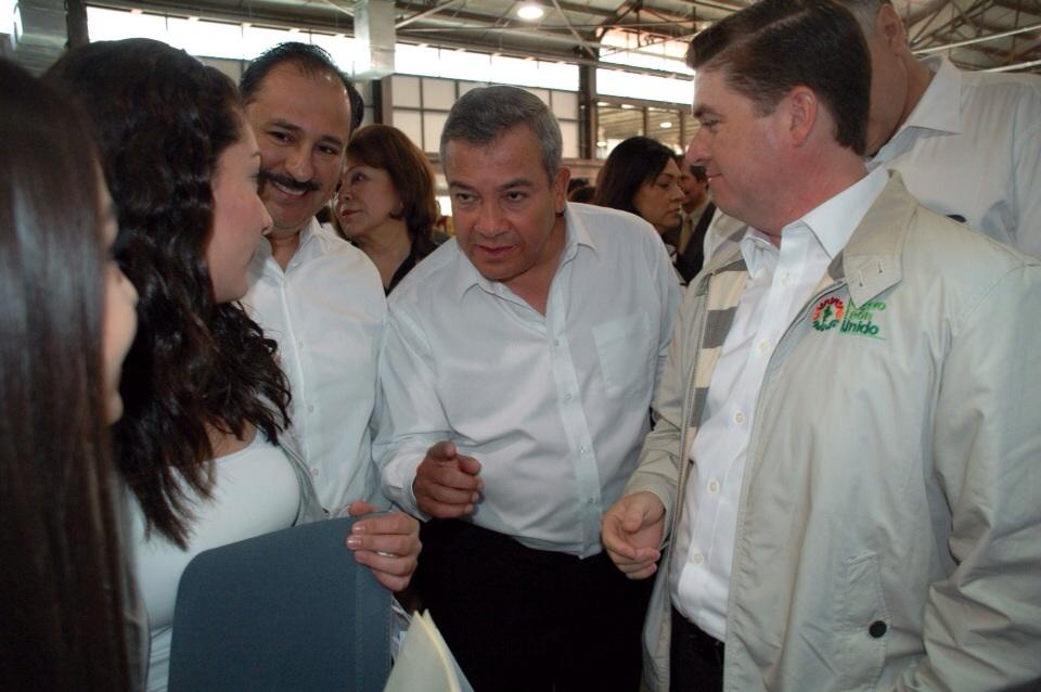 """En la Feria de Empleo """"Nuevo León Sí Estudia, Sí Trabaja"""", se ofertaron 15 mil vacantes y 6 mil becas de capacitación."""