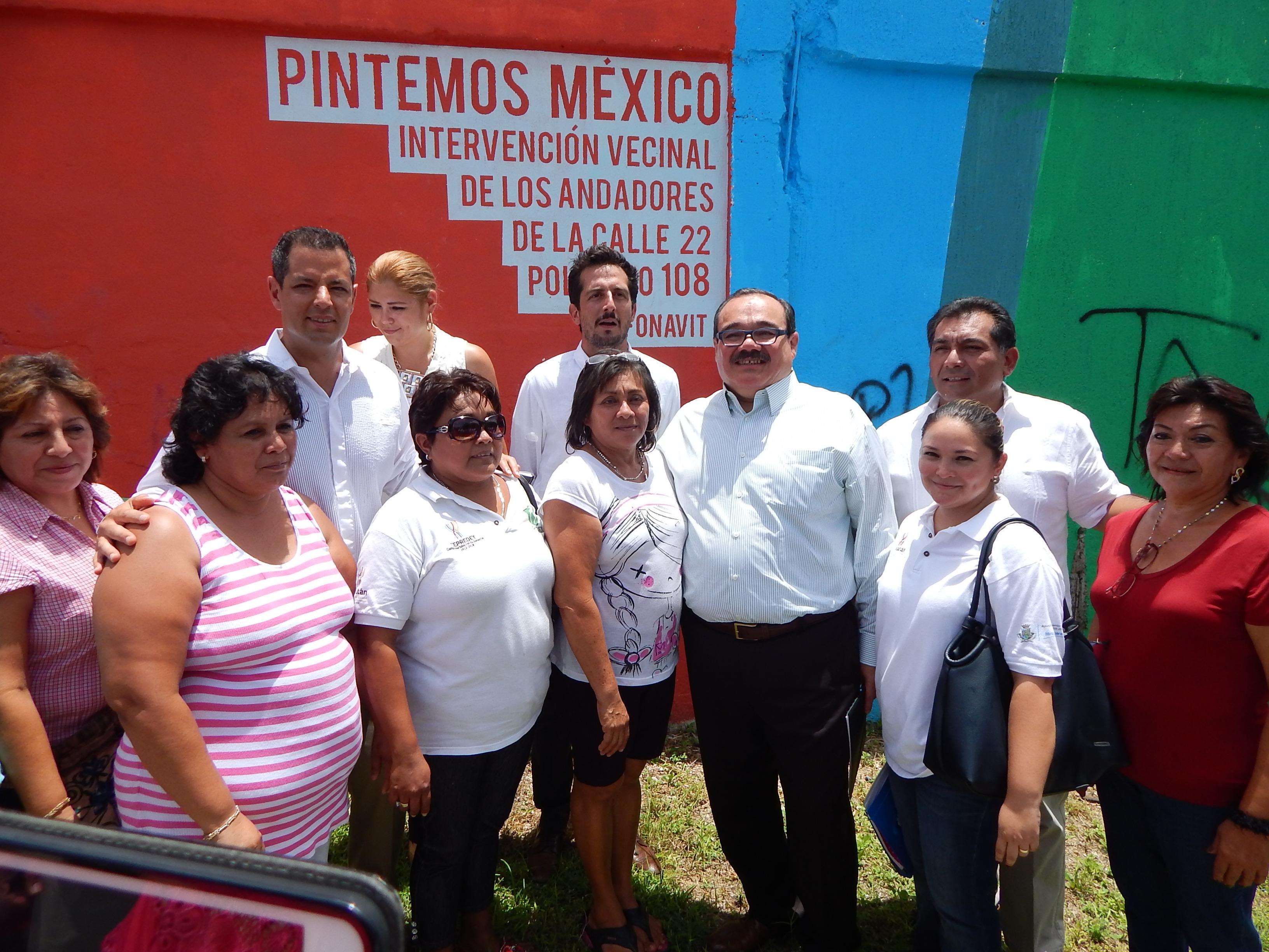 En un recorrido realizado hoy domingo por el fraccionamiento Polígono 108, ubicado al noreste de Mérida, el secretario de Desarrollo Agrario, Territorial y Urbano, Jorge Carlos Ramírez Marín.