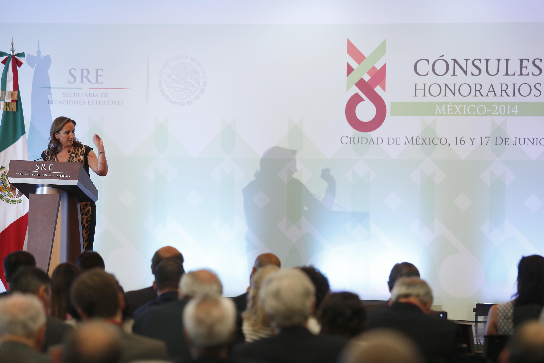 La Secretaria de Turismo del Gobierno de la República, Claudia Ruiz Massieu, dictó la conferencia Panorama del Sector Turístico en México.