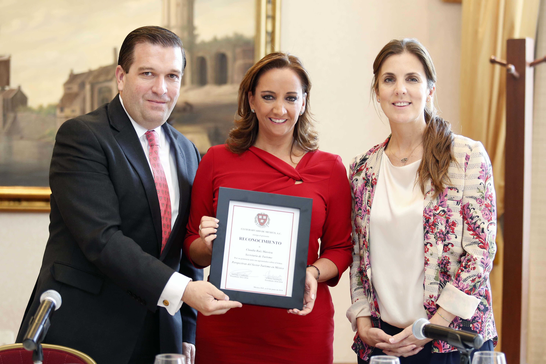 La Secretaria de Turismo, Claudia Ruiz Massieu, presentó ponencia Panorama del Turismo en México en el Club Harvard.
