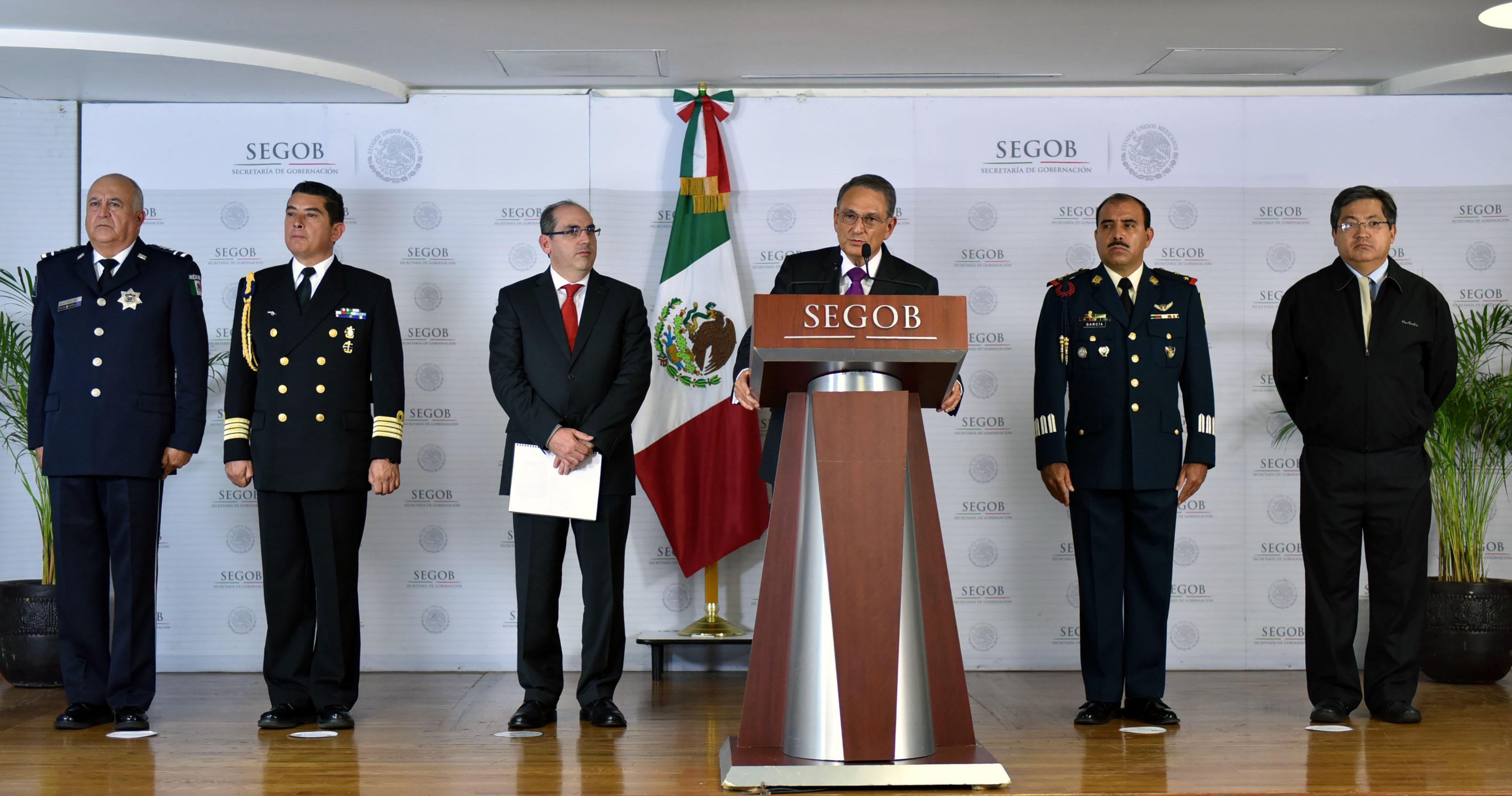 Luis Felipe Puente, Coordinador Nacional de Protección Civil, y  Roberto Ramírez, Director General de la Comisión Nacional del Agua en conferencia de prensa sobre el Huracán Blanca