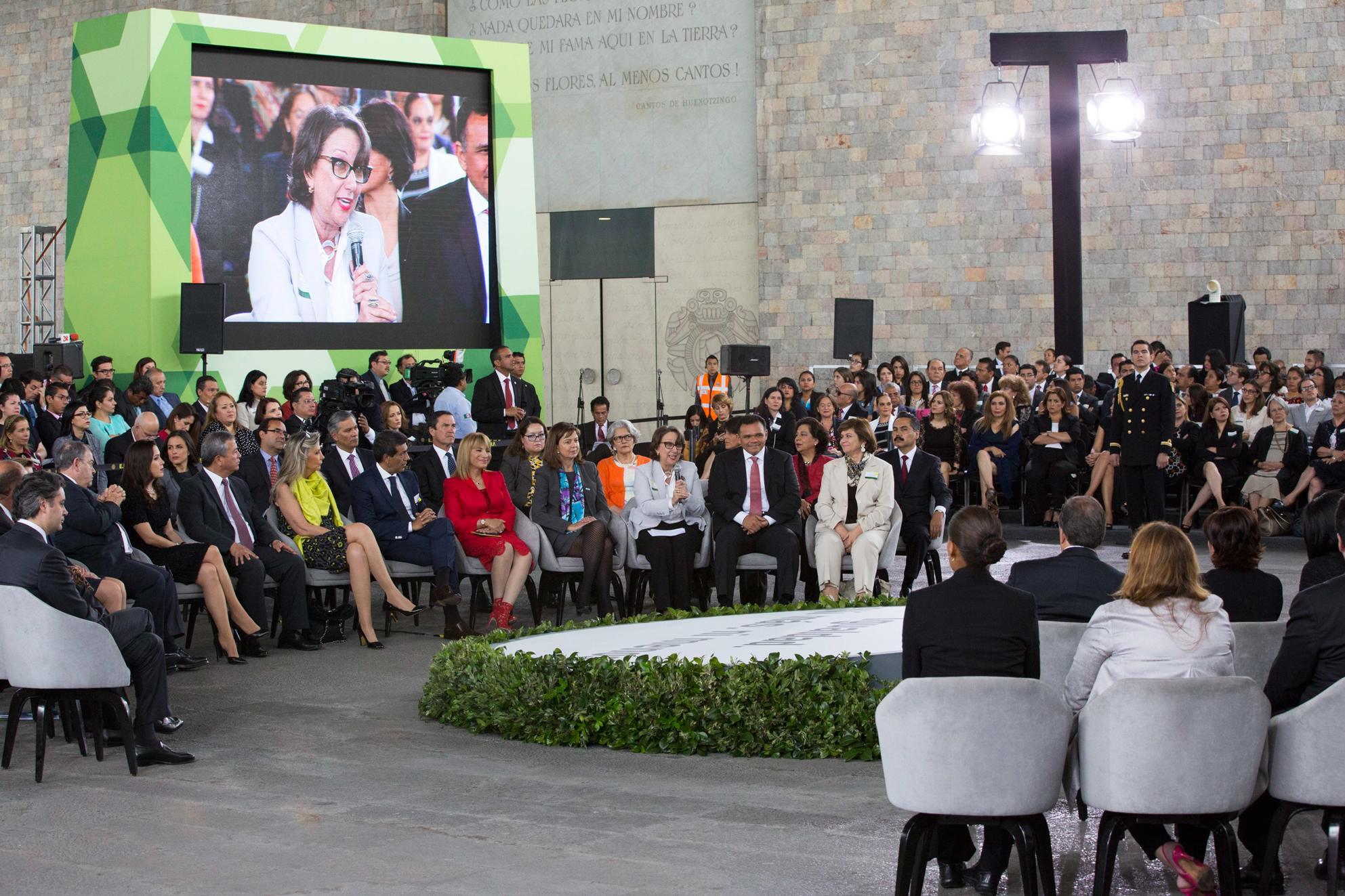 """""""México, en el siglo XXI, arribará a ser una nación más libre, de mayor desarrollo y de mayor prosperidad"""": EPN"""