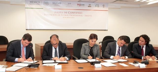 La Fundación de Fútbol Profesional de la Liga Española y el Imjuve firmaron un convenio de colaboración para promover el deporte e inculcar valores entre la juventud.