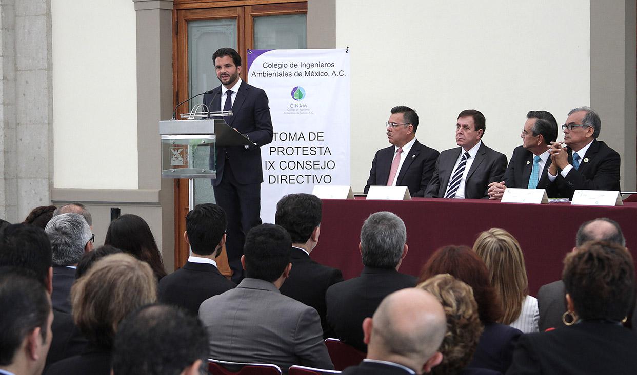 Pacchiano Alamán toma protesta al IX Consejo Directivo del Colegio de Ingenieros Ambientales de México.