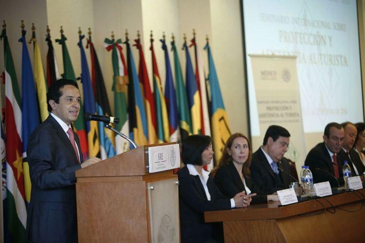 El Subsecretario de turismo Carlos Manuel Joaquín González inauguró el Seminario Internacional sobre Protección y Asistencia al Turista.