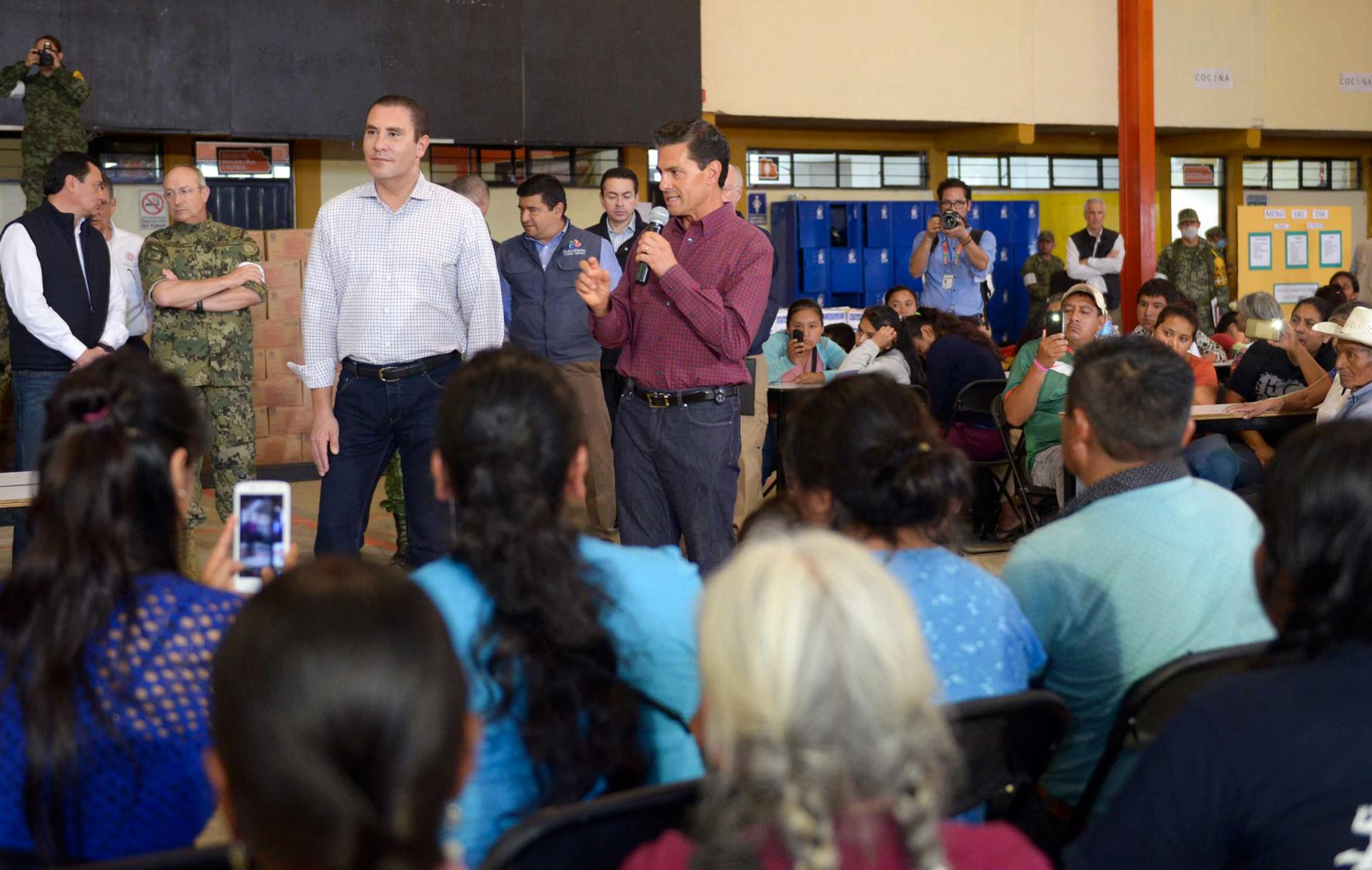The president visited the municipality of Huauchinango, which suffered the effects of two natural phenomena.