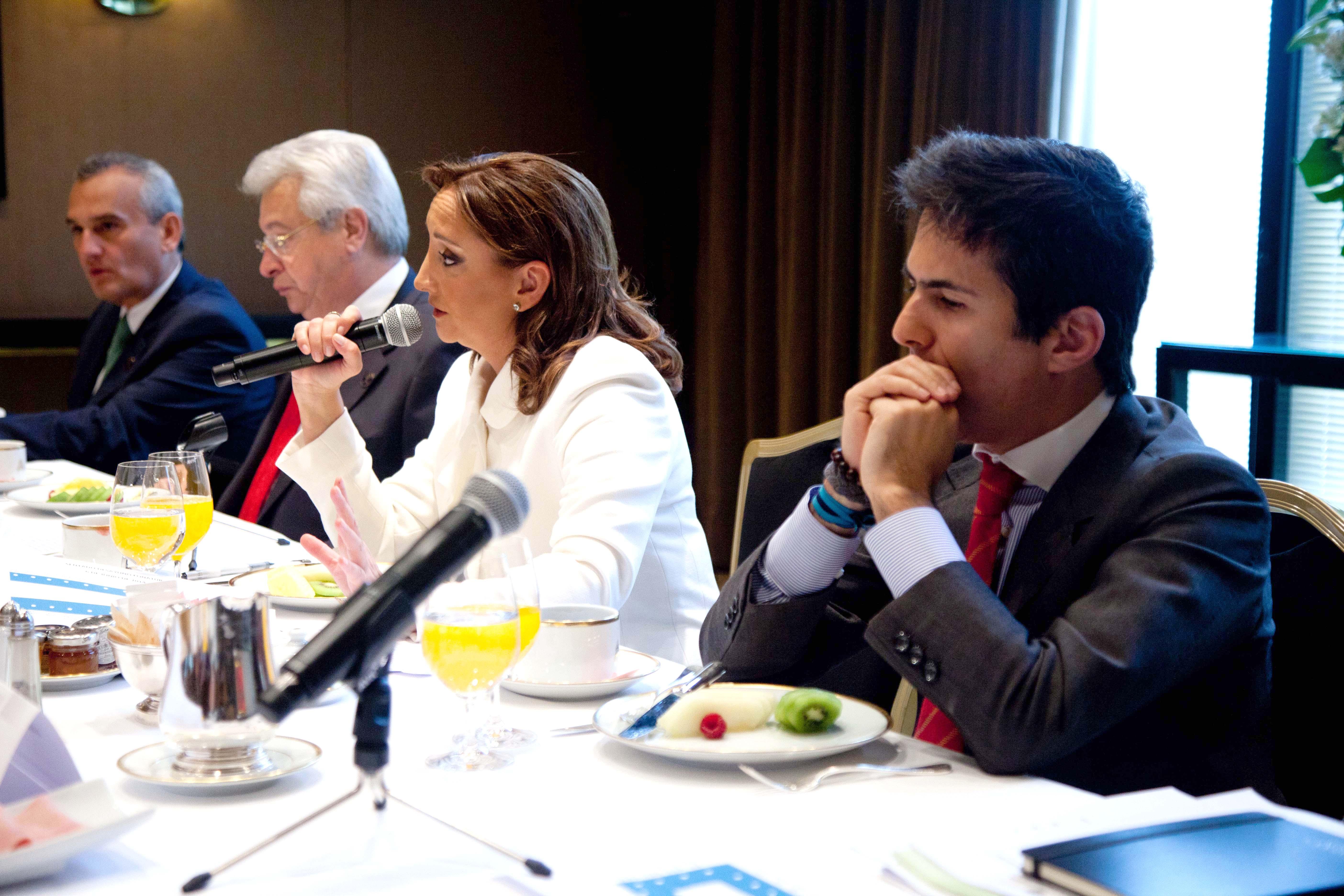 La Secretaria de Turismo, Claudia Ruiz Massieu, se reunió con empresarios de México y Portugal.