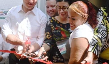 """la inauguración del comedor """"De la Gran Ciudad"""" asistieron el presidente municipal de Monterrey, Adrián de la Garza; el subsecretario de Inclusión Social y Apoyo a Grupos Vulnerables de Nuevo León"""
