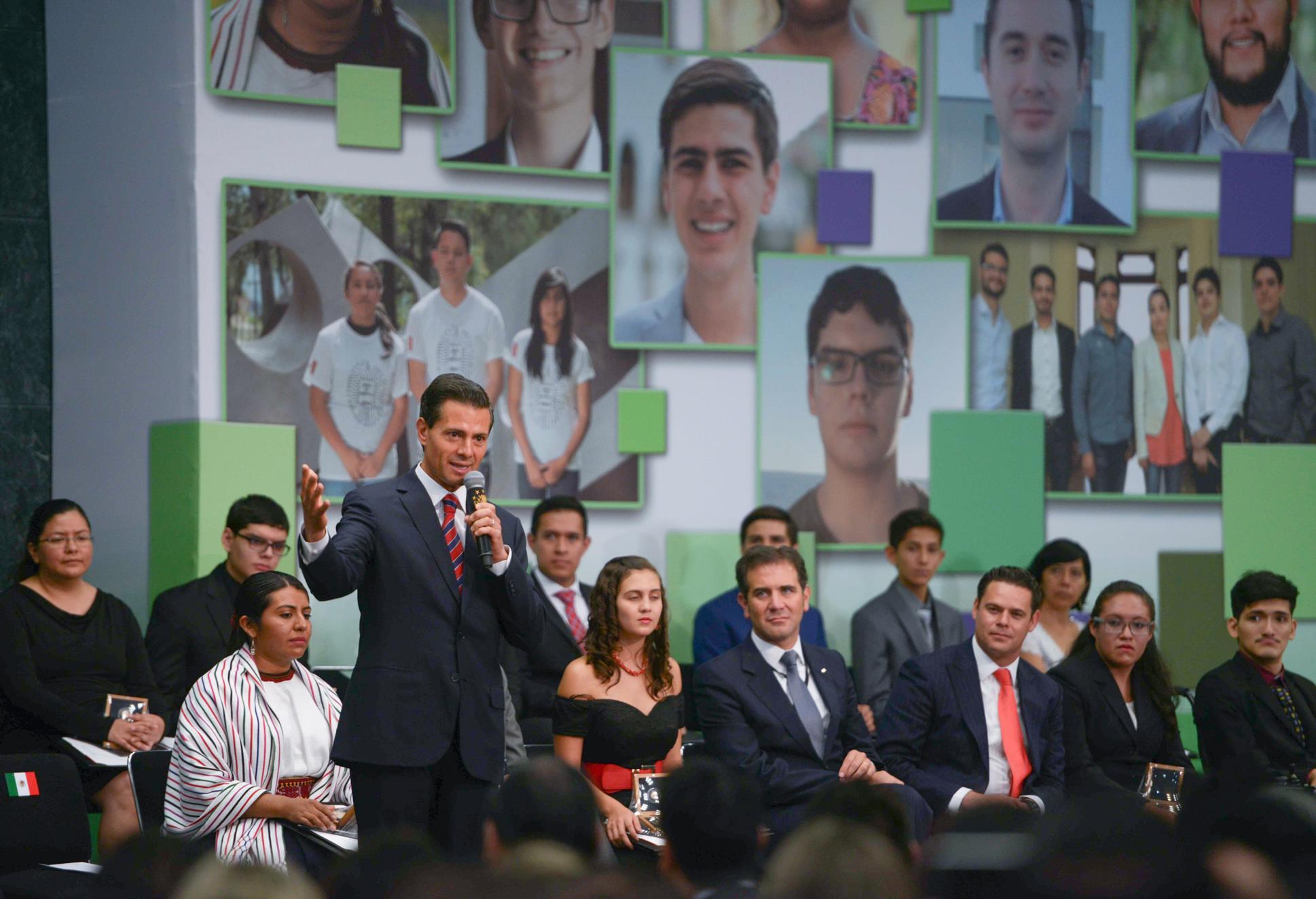 El Mandatario mexicano entregó el Premio Nacional de la Juventud 2016.