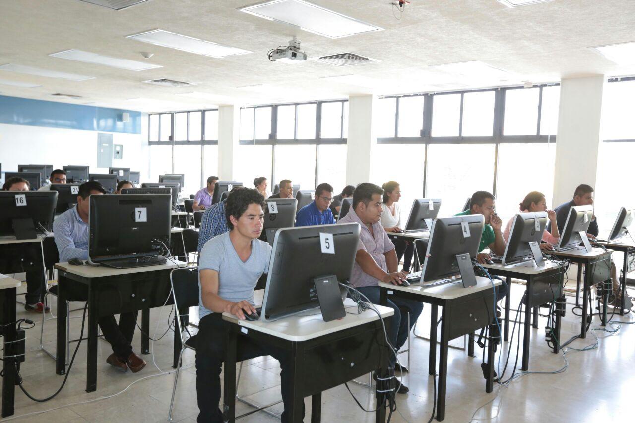 Participan cerca de mil 500 maestros de Oaxaca en la Evaluación de Ingreso para el ciclo 2016-2017