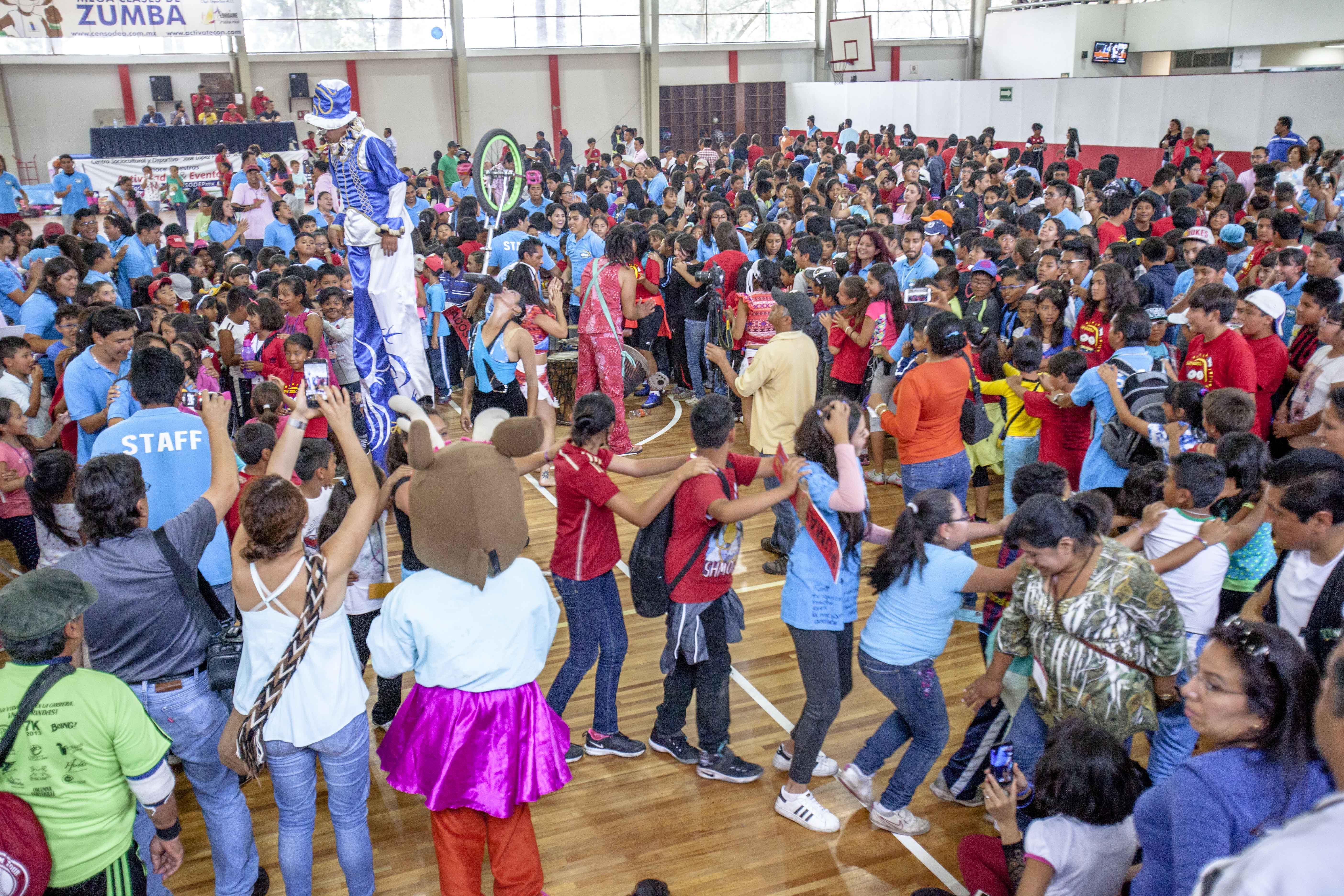 Alrededor de 300 hijos de trabajadores de la SAGARPA participaron en el Curso de Verano 2016, el cual se ofrece como una alternativa de recreación y fomento a la actividad física para los empleados de la institución y sus familias.