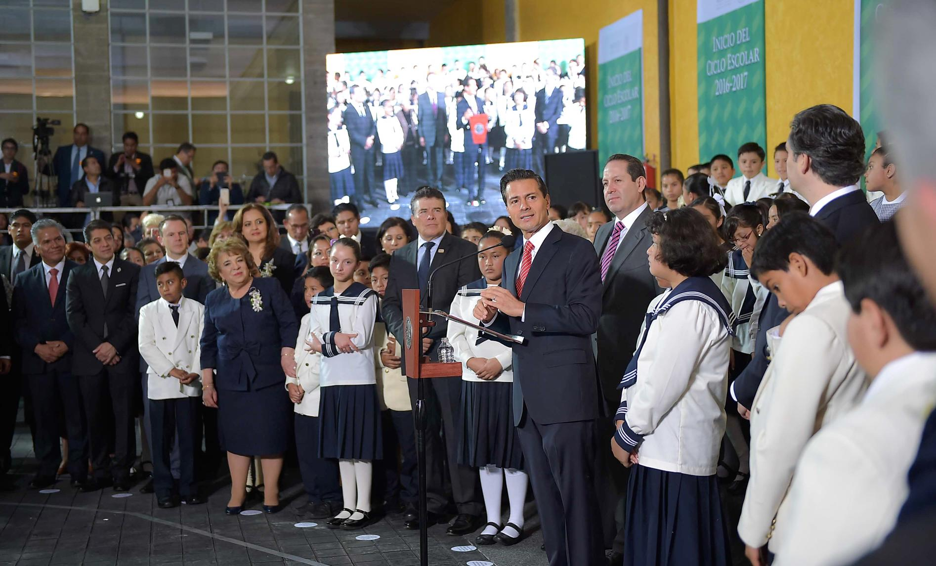 """""""Education in Mexico is and will continue to be compulsory, lay and free; as will school supplies throughout the country""""EPN"""