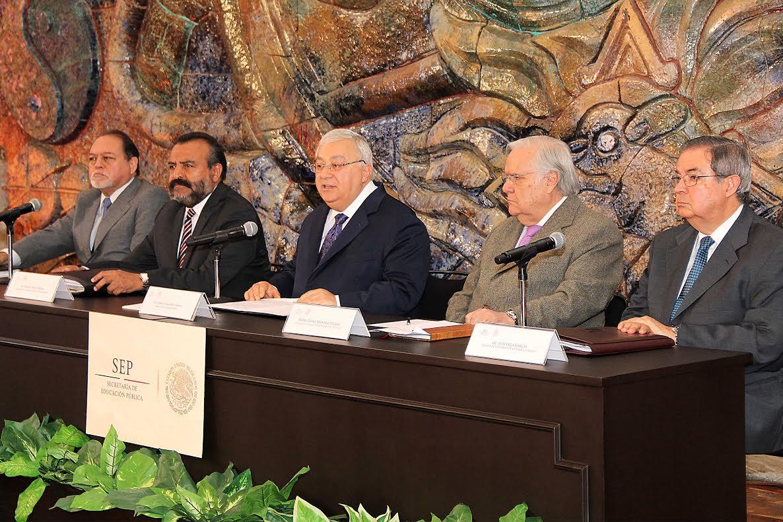 Posicionamiento del secretario de Educación Pública, Emilio Chuayffet Chemor, respecto al servicio profesional docente