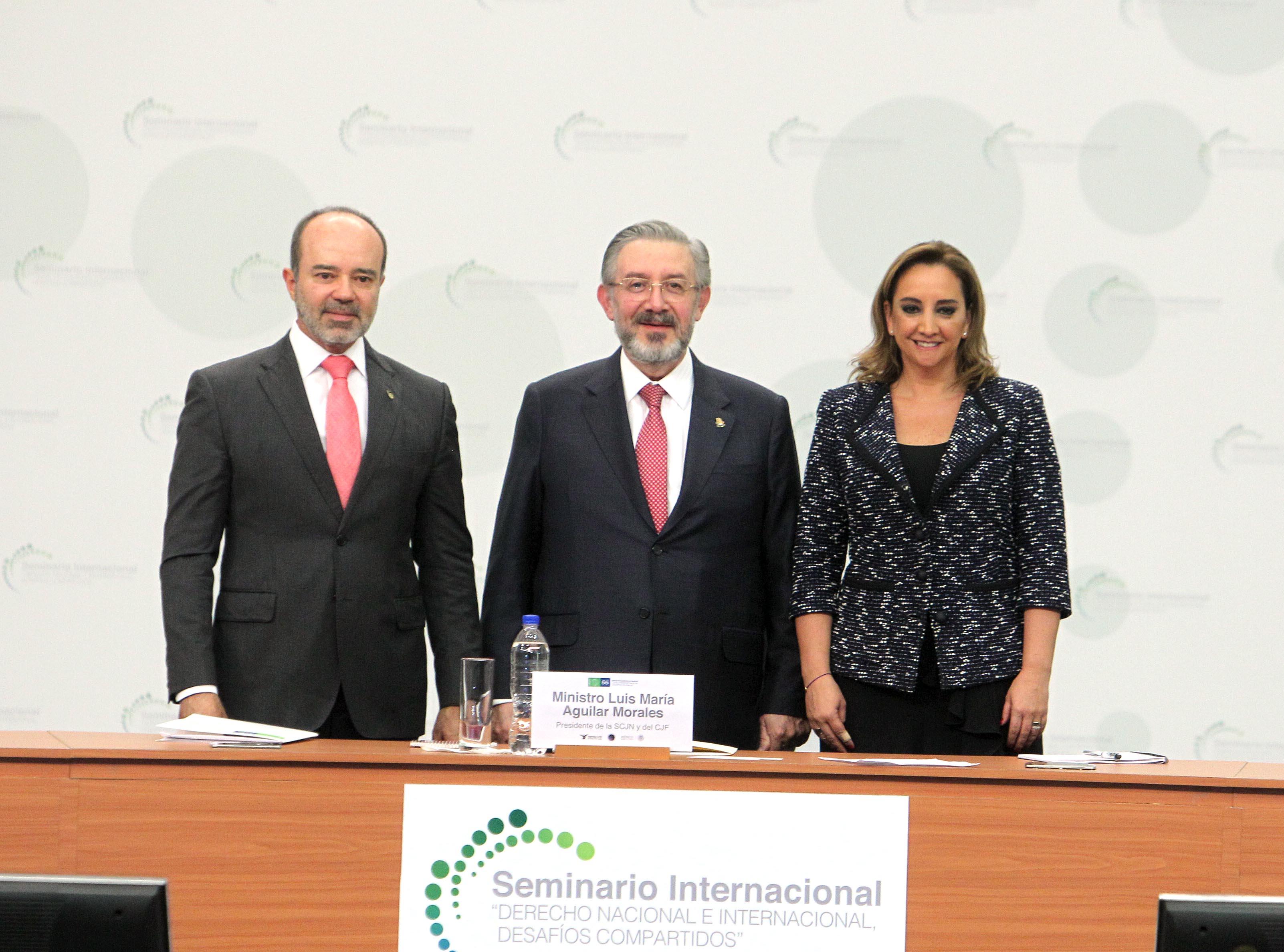 La Secretaria de Relaciones Exteriores  Claudia Ruiz Massieu, el Ministro Luis María Aguilar Morales, Presidente de la Suprema Corte de Justicia de la Nación, y el Juez Roberto Caldas, Presidente de la Corte Interamericana de Derechos Humanos