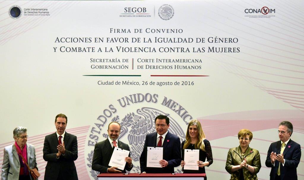 Se firmó el Convenio Acciones en favor de la Igualdad de Género y Combate a la Violencia contra las Mujeres por el Secretario de Gobernación, el presidente de la Corte Interamericana de Derechos Humanos y la CONAVIM