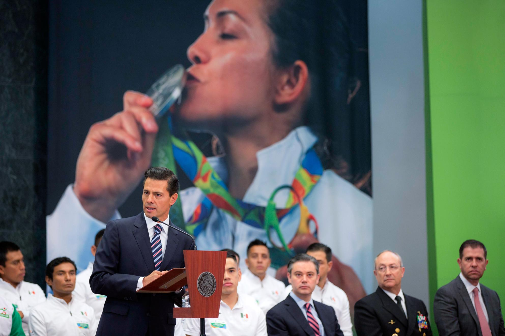 The president met with members of the Mexican delegation who participated in the 2016 Rio Olympics.