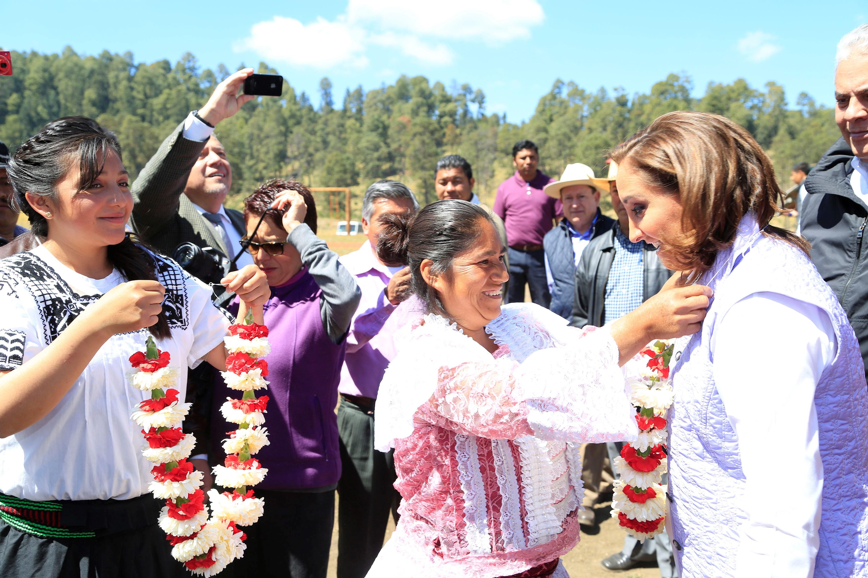 En gira de trabajo por el Estado de México, Claudia Ruiz Massieu firma convenio de colaboración con la titular de la Comisión Nacional para el Desarrollo de Pueblos Indígenas, Nuvia Mayorga· La inversión de ambas dependencias significa un aumento del 46.