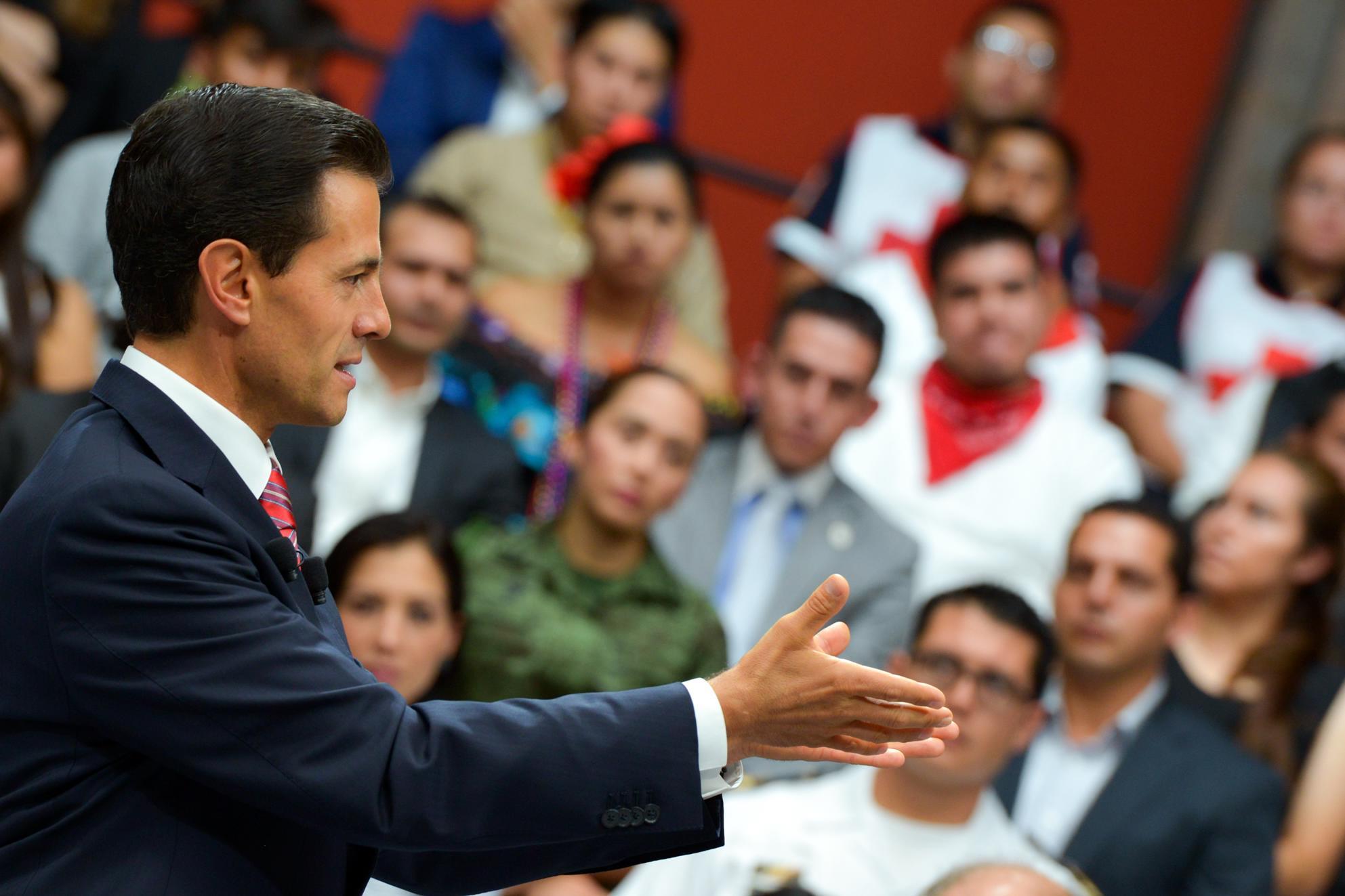 """""""Los mexicanos de hoy estamos derribando las barreras que limitan el desarrollo y el potencial del país"""": EPN"""