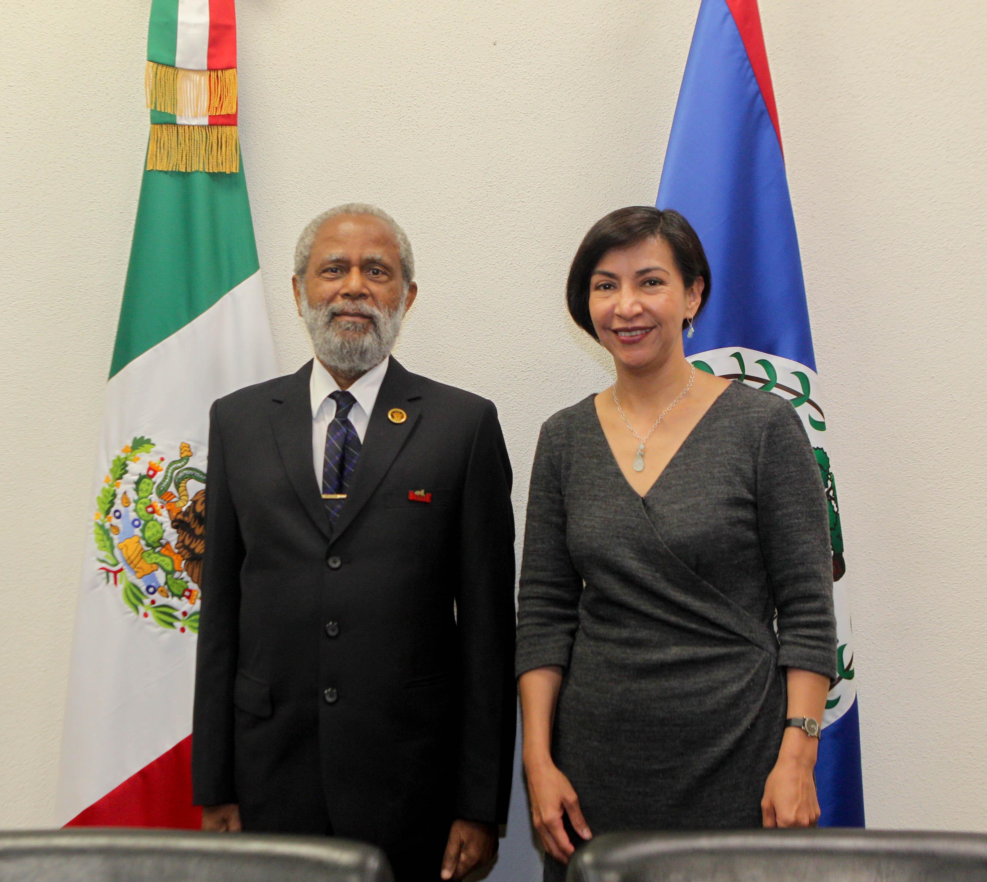 El Gobernador General de Belice Sir Colville Young, y la Subsecretaria para América Latina y el Caribe.
