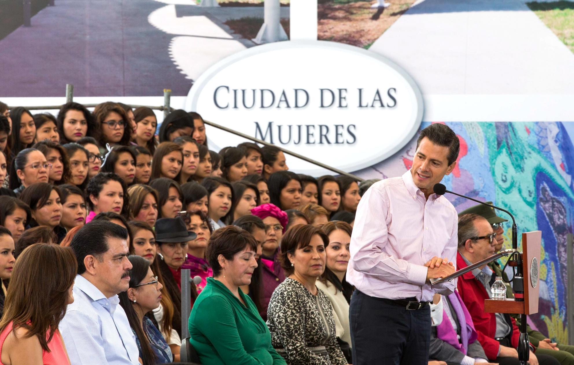 """""""La mayor prioridad que ha tenido mi Gobierno está en los jóvenes y en las mujeres del país; en las acciones y políticas que hemos venido impulsando"""": EPN"""