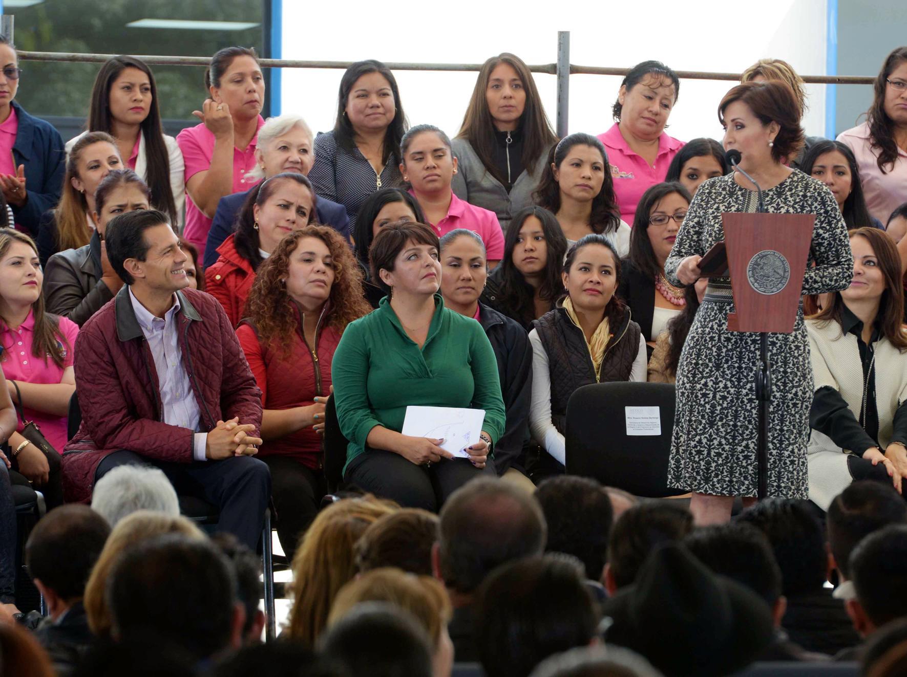 """""""Tienen las mujeres de México, en el Presidente de la República, a un acompañante invariable y solidario de su esfuerzo, de su trabajo, de su compromiso con México y con sus hijos"""": EPN"""