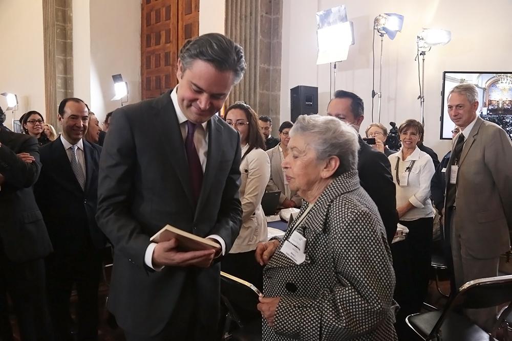 Propone Nuño Mayer mayor acercamiento de SEP y escuelas particulares