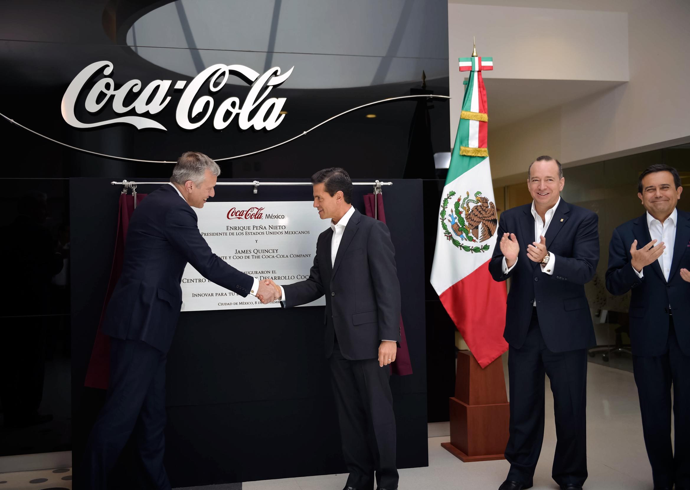 El Primer Mandatario inauguró el Centro de Innovación y Desarrollo de la empresa Coca Cola.