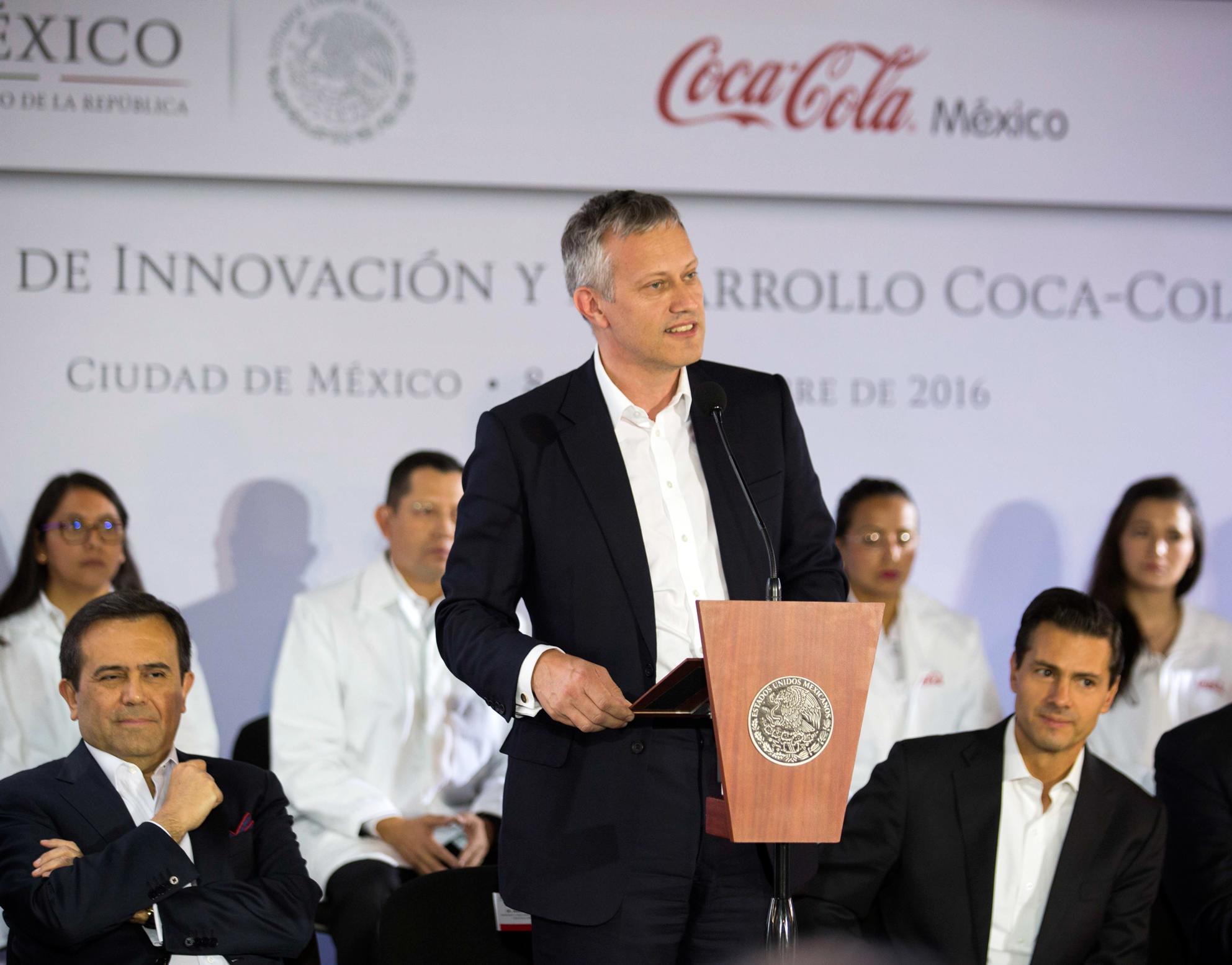 """""""Hemos sido testigos de los esfuerzos del actual Gobierno para promover grandes reformas, que sientan las bases para que México esté en el futuro, haciendo de éste un país en constante crecimiento y atractivo para las inversiones"""", James Quincey."""