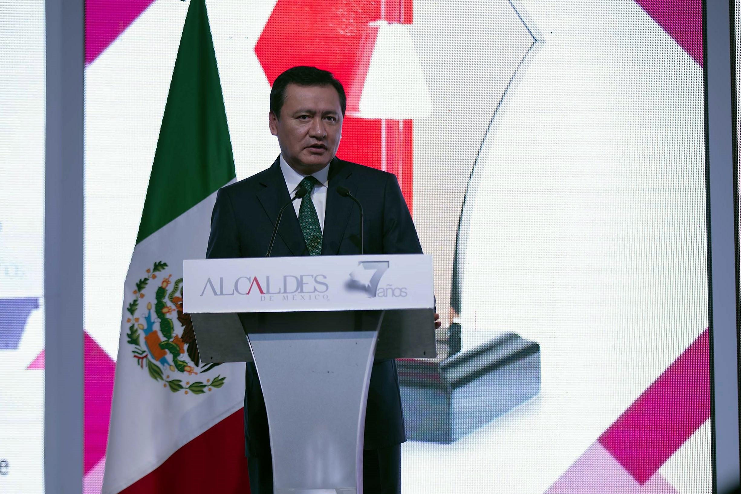 Secretario Osorio Chong reconoce trabajo de alcaldes