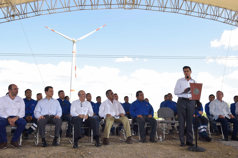 """""""El 20 por ciento de la electricidad que hoy se genera en el país proviene de fuentes limpias"""": EPN"""