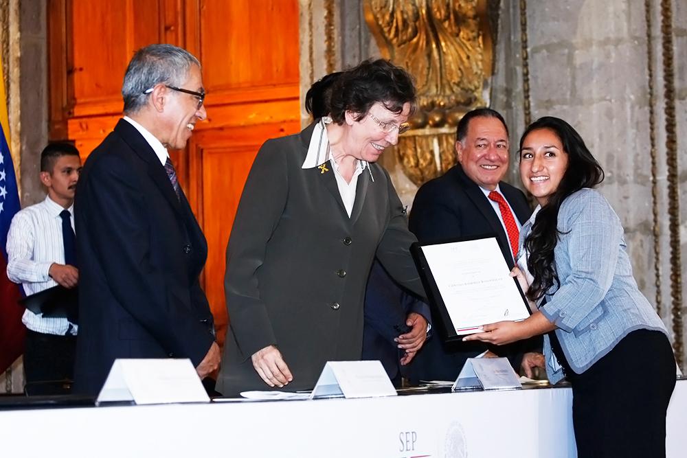 116 normalistas realizarán estancias en países de Iberoamérica y Francia