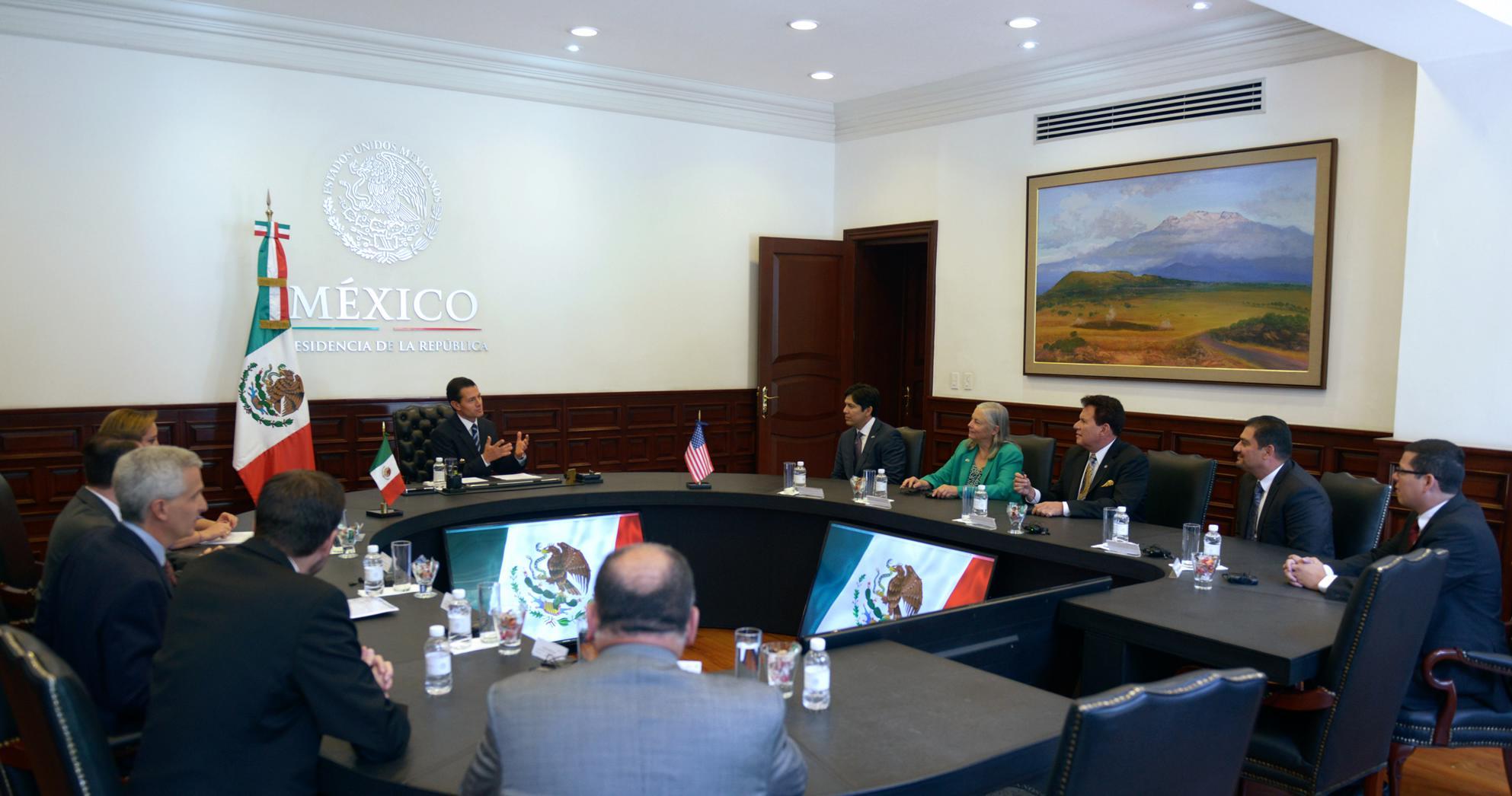 El Primer Mandatario refrendó el compromiso del Gobierno de la República con la protección y el respeto de los derechos de los mexicanos en los Estados Unidos de América.