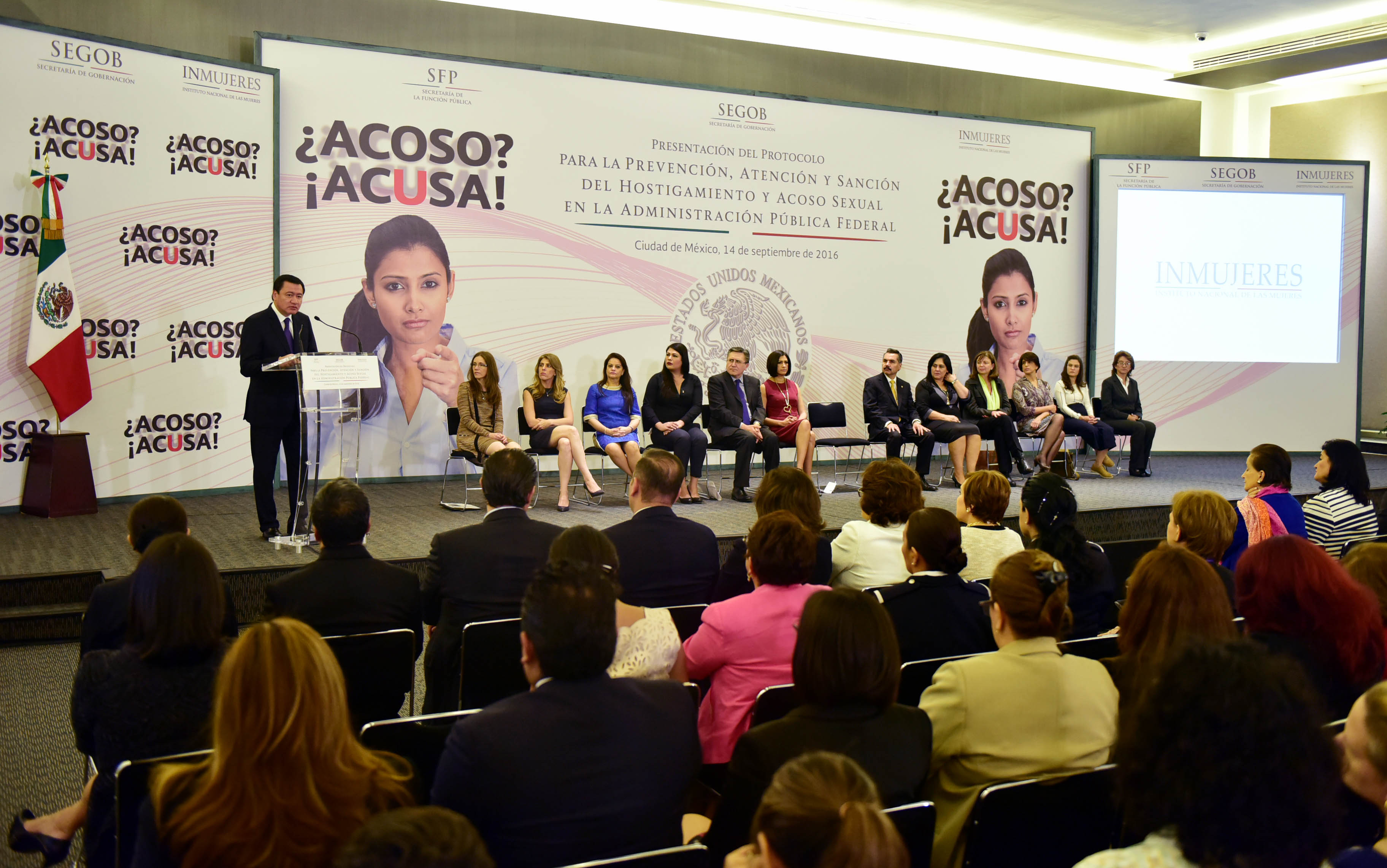 El Secretario de Gobernación, Miguel Ángel Osorio Chong, durante la presentación del Protocolo para la Prevención, Atención y Sanción del Hostigamiento y Acoso Sexual en la Administración Pública Federal