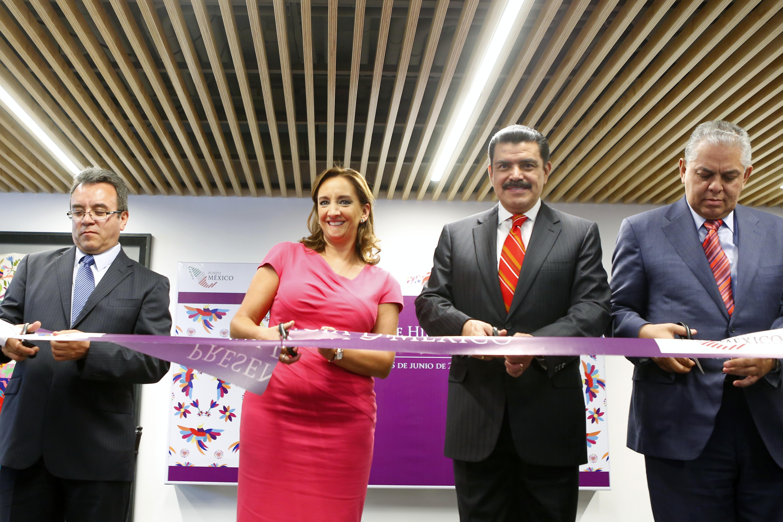 La Secretaria de Turismo del Gobierno de la República, Claudia Ruiz Massieu, cortó el listón de la exposición Presencia de Hidalgo, en Punto México.