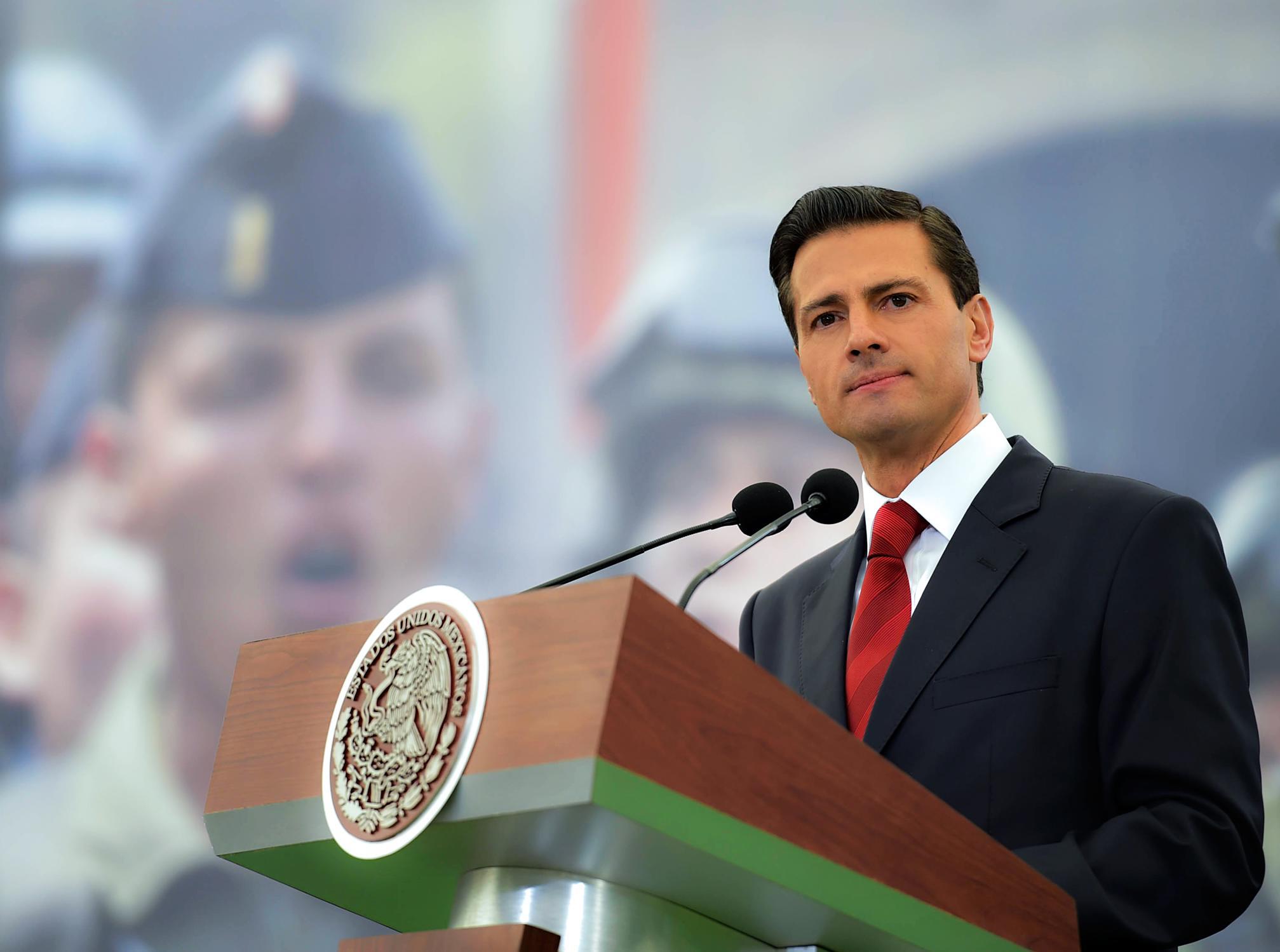 """""""A todos los integrantes de nuestras Fuerzas Armadas: México se siente orgulloso de ellas. México les reconoce y agradece su contribución al desarrollo y prosperidad de nuestra Nación"""": EPN"""