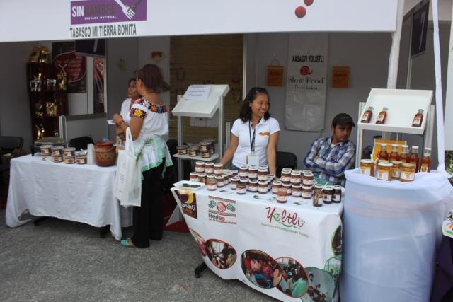 Mopampa ChilSec es un proyecto bicultural que nació en Tlaola, Puebla, cuando hace 20 años un grupo de mujeres nahuas concretó su sueño de fundar una empresa para producir salsas secas y productos gourmet con el chile serrano oriundo de la región, como in