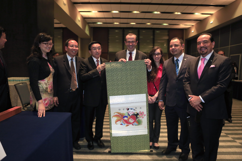 """El Subsecretario de Calidad y Regulación de la SECTUR, Francisco Maass Peña, en la inauguración de la muestra turística y gastronómica """"Hermosa China""""."""