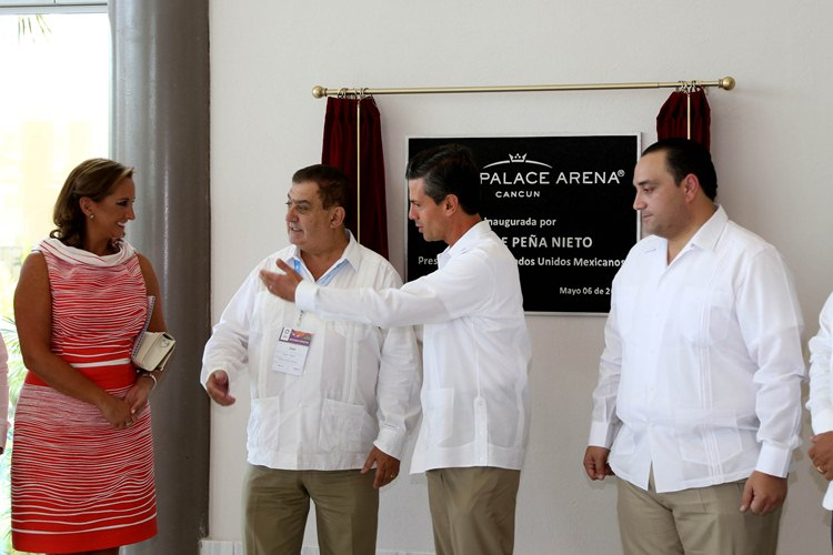 La Secretaria de Turismo del Gobierno de la República, Claudia Ruiz Massieu, acompaña al Presidente de los Estados Unidos Mexicanos, Enrique Peña Nieto a la inauguración en Palace Arena Cancún.