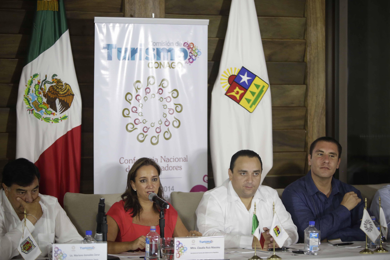 La Secretaria de Turismo del Gobierno de la República, Claudia Ruiz Massieu, se reunió con 12 intengrantes de la Conferencia Nacional de Gobernadores, en el marco del Tianguis Turístico 2014.