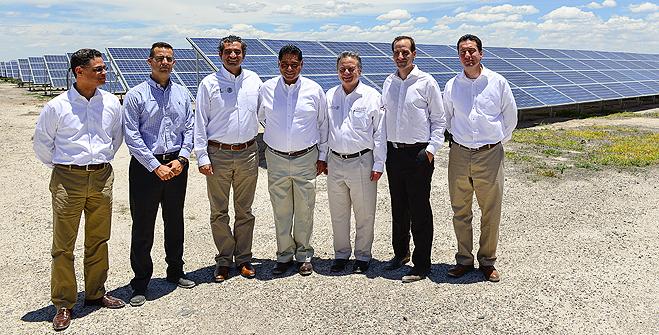 Gobernador de Durango, Jorge Herrera Caldera; Pedro Joaquín Coldwell, Secretario de Energía; César Hernández Ochoa, Subsecretario de Electricidad; Enrique Ochoa Reza, Director General de CFE