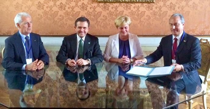 Conversa el Secretario de Economía con funcionarios de Italia