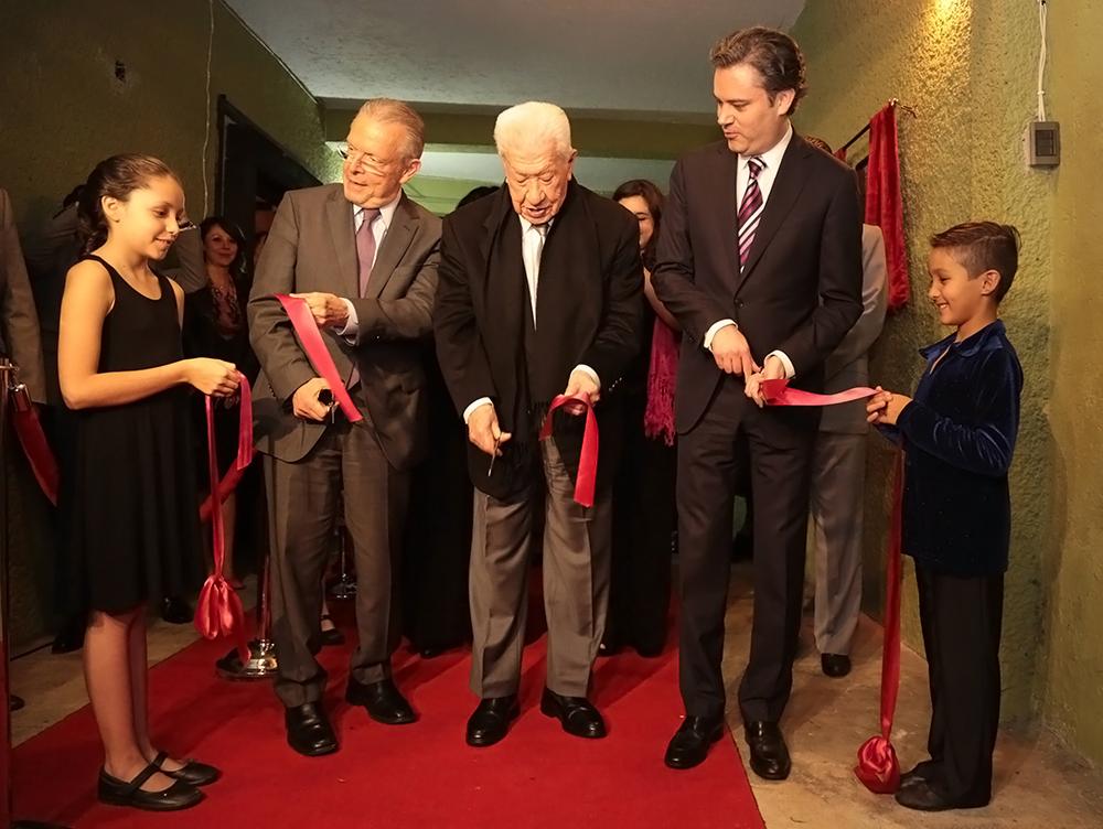 Asiste a la inauguración del Centro Teatral Ignacio López Tarso