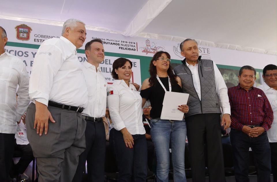 Godina Herrera asiste a Feria de Servicios y Prestaciones del ISSSTE