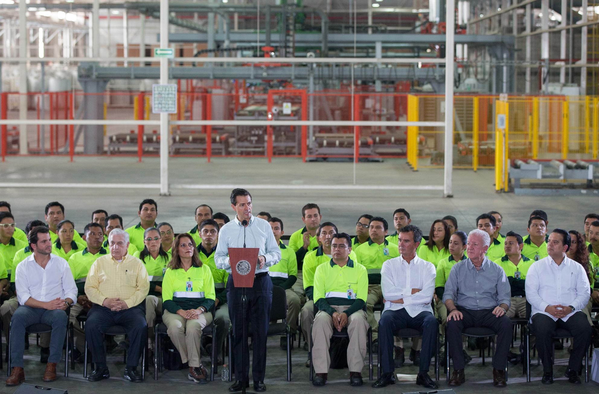 El Primer Mandatario inauguró la Planta de Tableros Tecnotabla de la empresa PROTEAK UNO.