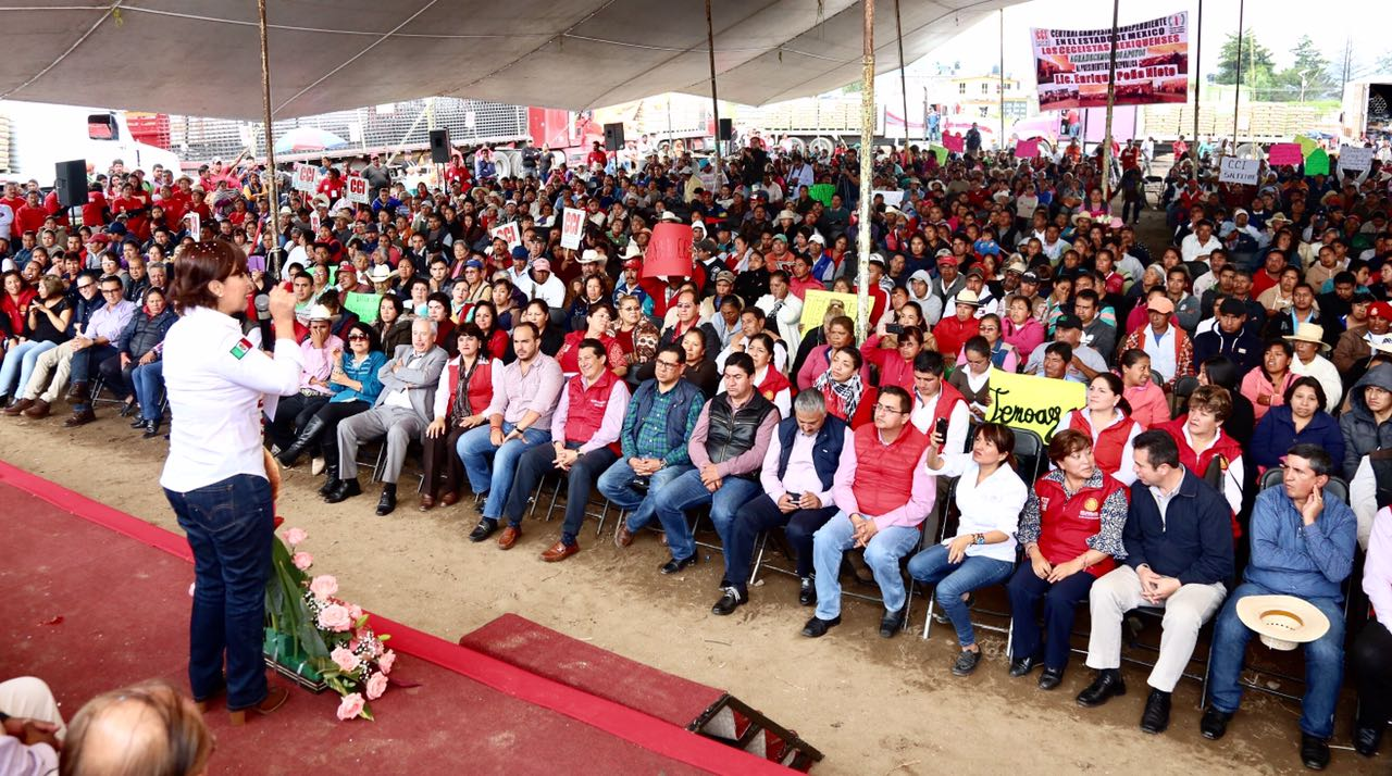 Pone en marcha Rosario Robles más de mil acciones de vivienda para familias campesinas del Estado de México