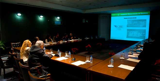 Funcionarios de SENER imparten curso sobre la Reforma Energética