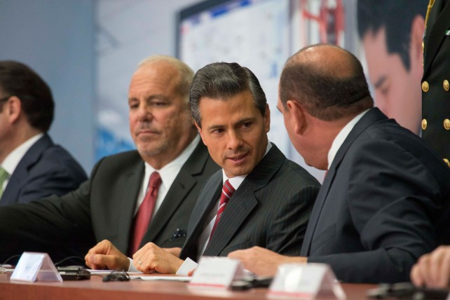 EPN durante el anuncio del Programa de Inversiones de la Empresa Constellation Brands.