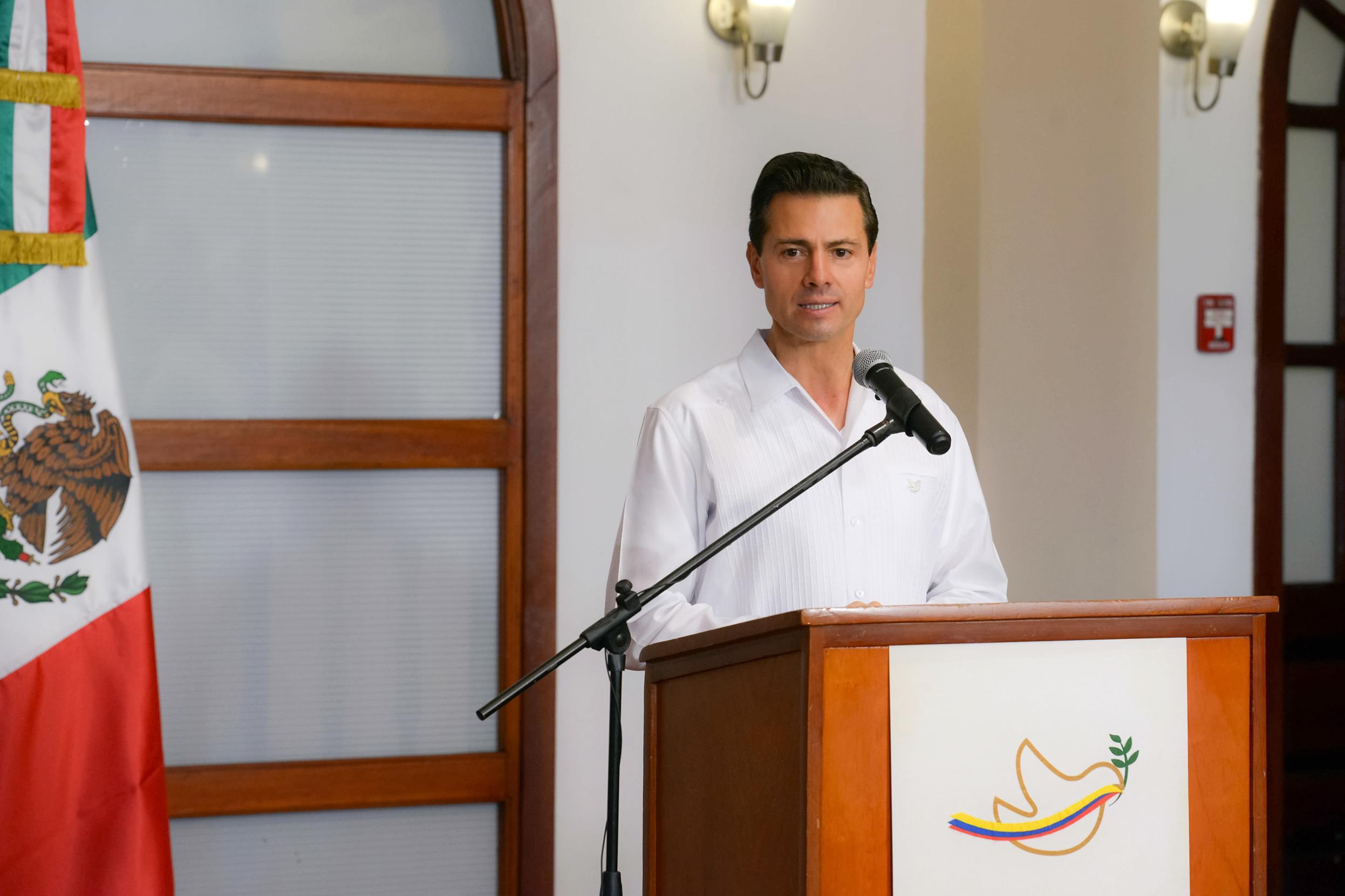 El Primer Mandatario ofreció un mensaje a los medios de comunicación, en el marco de su participación con motivo de la firma de los Acuerdos de Paz en Colombia.