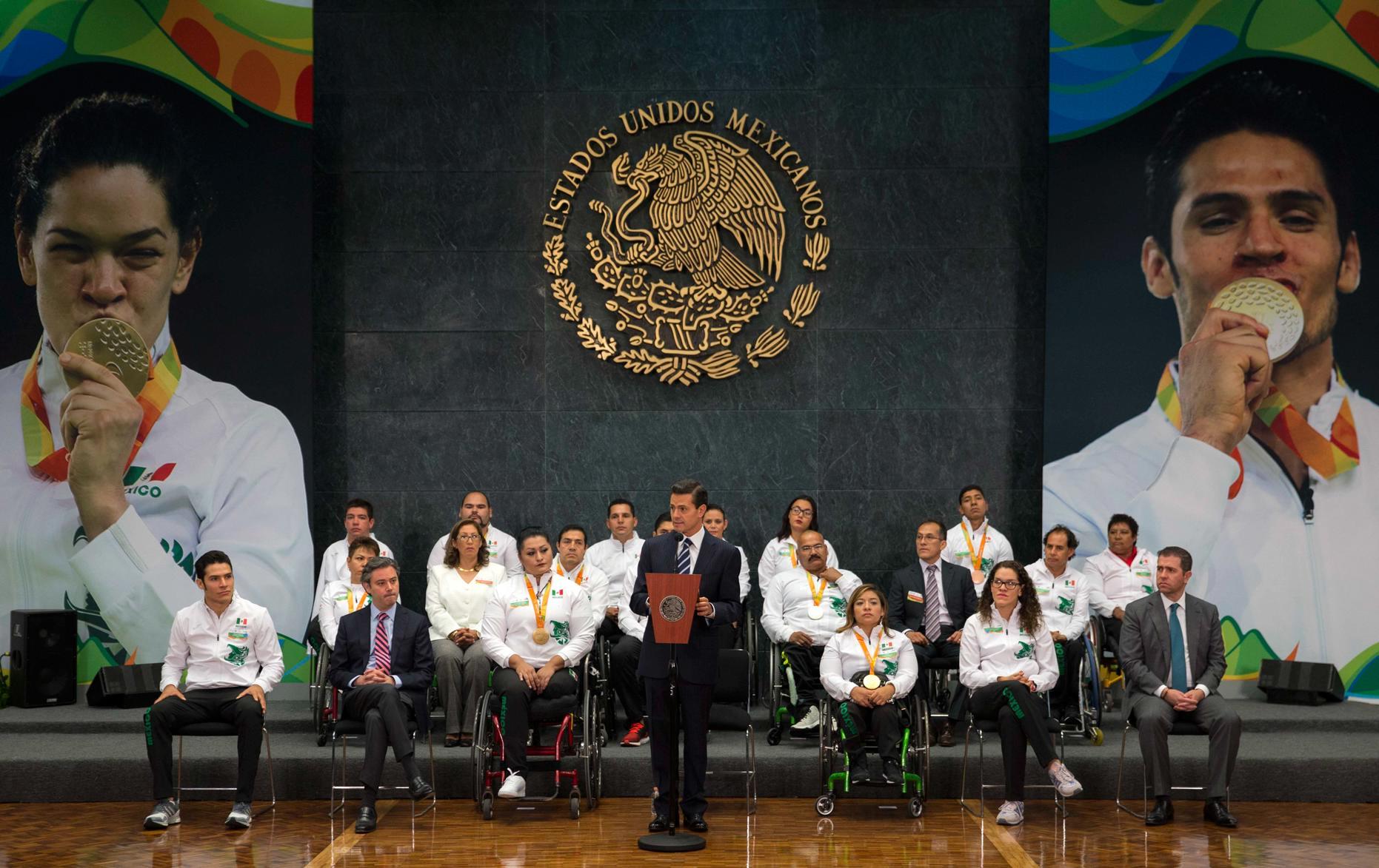 """""""Cuarenta por ciento de los integrantes de esta delegación quedaron entre los cinco primeros lugares en las competencias en las que participaron"""": EPN"""